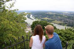 Ausblick vom Gipfel des Drachenfels hinunter ins Rheintal