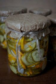 Składniki:   - 2kg ogórków gruntowych   - 1/2 kg marchewki   - 1/2 kg cebuli   - 2 duże zielone papryki   - kilka ząbków czosnku (pół g...