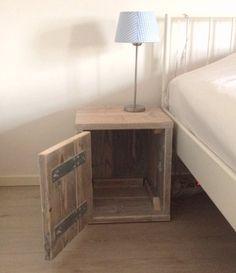 steigerhout nachtkastje Fenna met deurtje