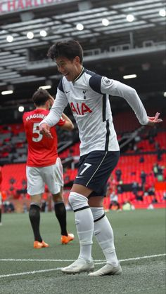Tottenham Hotspur Wallpaper, Tottenham Hotspur Fc, Football Wallpaper Iphone, Tottenham Football, Soccer Poster, My Side, Cristiano Ronaldo, Football Players, Superstar