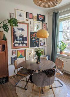 Apartment Interior, Living Room Interior, Living Room Decor, Bedroom Decor, Vintage Apartment, Retro Living Rooms, Art Deco Bedroom, Studio Apartment Decorating, Eclectic Living Room