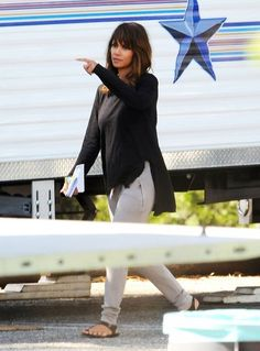 Halle Berry Photos Photos - Halle Berry On The Set Of 'Extant' - Zimbio