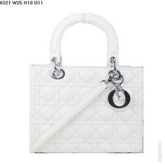 Сумка Christian Dior модель Lady Dior из натуральной кожи белого цвета с серебристой фурнитурой