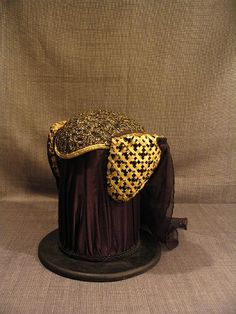 11000796 Headdress Medieval reticulated gold black with veil.JPG