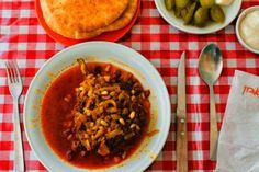 Italiaans koken met Antoinette: Ottolenghi's gevulde aubergines met rundergehakt en pijnboompitten
