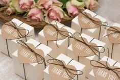 Es soll der schönste Tag eures Lebens werden und ihr möchtet ausgelassen mit euren Gästen feiern. Klar, dass ihr euch dann auch bei den Gästen für das tolle Fest in Form einer Kleinigkeit bedanken möchtet. Gastgeschenke zur Hochzeit sind nicht nur eine tolle Idee, um