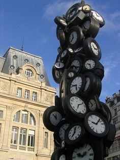Montres d'Arman (Gare St Lazare - Paris)