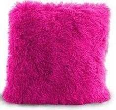Amarantowa włochata poszewka na poduszkę