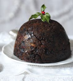 Get motivated in November to make your Christmas pudding to have it mature in time for Christmas.Equipment and preparation: You will need a pint pudding basin, baking paper, foil and kitchen string. Christmas Baking, Christmas Recipes, Xmas Food, Christmas Buffet, Christmas Lunch, Christmas Cakes, Christmas Desserts, Christmas Treats, Christmas Traditions