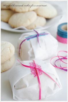 cookies wrapped in parchment  Juste l'idée de l'emballage...