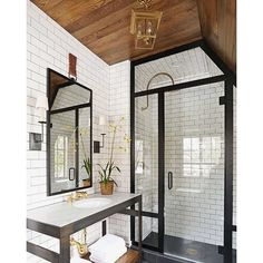 Black and white and wood all over! We're pretty sure it doesn't get more perfect than this. Tonight we're pinning all of our favorite bathrooms that takes this combo to the next level. Tap the link in our profile to see them all! [design: @summerthorntondesign] #NowPinning