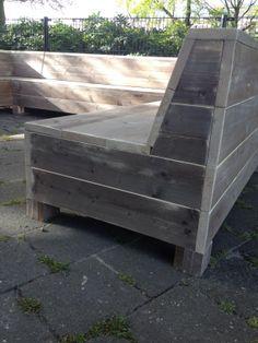 Het Visserskot Wilhelminavijver Breda. Steigerhouten meubelen, lounge bank, sta tafel, hoge tafel met bank.