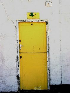 きいろ #yellow #olddoor