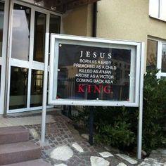 pano ispred ulaza u župni dvor u Metzingenu u Njemačkoj (7)