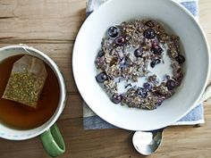 Blueberry Vanilla Oatmeal with Chia and Hemp Hearts on www.flourchild.ca - vegan and gluten free!