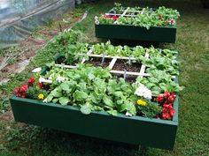 Time to start planning your garden! What is Square Foot Gardening? a super-easy method of organic raised bed gardening.
