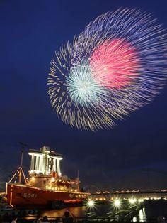 Nagoya Port Fireworks, Japan © pochi 名古屋港花火大会