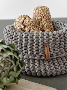 DIY - Knitting for beginners,Knitting patterns,Knitting projects,Knitting cowl,Knitting blanket Finger Knitting Projects, Beginner Knitting Projects, Knitting For Beginners, How To Start Knitting, Learn To Crochet, Diy Crochet, Crochet Ideas, Beginner Crochet, Knitting Patterns Free