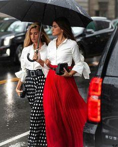 New York Fashion Week 📷 - Teresa and Marta after Classy Street Style, Looks Street Style, Looks Style, Classy Style, Trendy Style, Street Chic, Fashion Mode, Look Fashion, Trendy Fashion