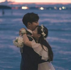 Couple Korean 🌈 discovered by ʀᴏᴄᴋs✞ᴀʀ on We Heart It Pre Wedding Photoshoot, Wedding Poses, Wedding Couples, Couple Poses Drawing, Couple Posing, Korean Wedding Photography, Couple Photography, Couple Avatar, Couple Goals Cuddling