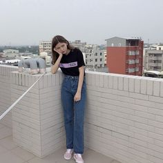 Girl Next Door Fashion. Look Good In Any Occasion With These Tips. Age has no bearing on simply wanting to look your best. Korean Girl Fashion, Ulzzang Fashion, Asian Fashion, Retro Fashion, Edgy Outfits, Pretty Outfits, Fashion Outfits, Girl Hand Pic, Minimal Fashion