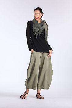 pants marcy tilton http://www.marcytilton.com/item.php?pid=9355=907  shirt: near sea naturals? ebony interlock? http://www.nearseanaturals.com/item.php?id=1807