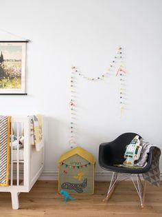 Nursery of Holly Becker of chambre enfant fauteuil eames Baby Boy Rooms, Baby Boy Nurseries, Baby Boys, Nursery Room, Kids Bedroom, Creative Kids Rooms, Nursery Inspiration, Baby Decor, Kids Decor