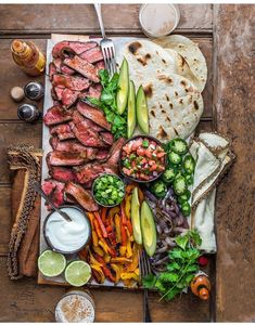 food platters / food ` food recipes ` food cravings ` food videos ` food photography ` food platters ` food and drink ` food dinner Grilled Chicken Fajitas, Steak Fajitas, Barbecued Chicken, Party Food Platters, Food Dishes, Main Dishes, Yummy Food, Tasty, Cooking Recipes