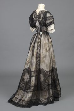 "Vintage Dressing fashionsfromhistory: "" Afternoon Dress 1909 Goldstein Museum of Design "" - Edwardian Gowns, Victorian Gown, Edwardian Fashion, Vintage Fashion, Gothic Fashion, Vintage Gowns, Vintage Wear, Vintage Outfits, Vintage Clothing"