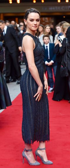 Most shots of her are from the front but, in this one, you can tell that she has an awesome ass. For me, she's the perfect shape. Celebrity Beauty, Celebrity Style, Daisy Ridley Hot, Star Wars Personajes, Non Blondes, English Actresses, Woman Crush, Belle Photo, Beautiful Actresses