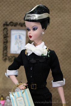 Review: http://mybarbiedoll.com.br/2014/09/22/review-bfmc-the-shopgirl-barbie-doll/