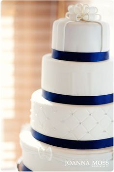 These navy wedding cake decorations are just perfect for that elegant and sophisticated wedding! Navy Champagne Wedding, Navy Blue Wedding Cakes, Gold Wedding, Wedding Cake Decorations, Wedding Decor, Beautiful Cakes, Cake Designs, Trendy Wedding, Cupcake Cakes