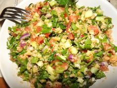 bucataria turceasca: Salata Kisir Guacamole, Cobb Salad, Ethnic Recipes, Food, Drink, Homemade Food, Homemade, Bulgur, Salads
