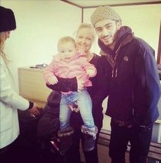 Guess who's 21? Zayns 21!!!! Awww look at perrie on the side