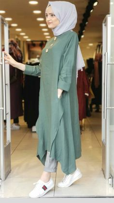 Modern Hijab Fashion, Muslim Women Fashion, Street Hijab Fashion, Hijab Fashion Inspiration, Islamic Fashion, Abaya Fashion, Mode Inspiration, Casual Hijab Outfit, Hijab Chic
