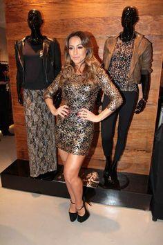 CARAS - Fashion - Sabrina Sato  fã dos looks que deixam as pernas à mostra 19db948a10