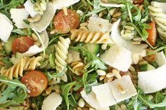Pastasalade Pesto Salad Recipes Video, Pasta Salad Recipes, Soup Recipes, Healthy Recipes, Pasta Salad For Kids, Pesto Pasta Salad, Soup And Salad, Food Videos, Feta