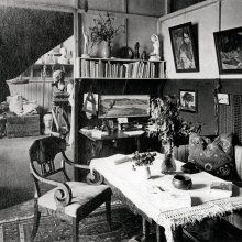 The atelier home on Luotsikatu where the Jansson - Hammarsten family lived until the 1930s. A view from the salon to the atelier. The archives of Per Olov Jansson.