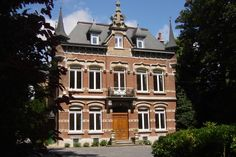 Belgium Tourism, Stay In A Castle, Mansions, House Styles, Places, Villas, Palaces, Mansion, Mansion Houses