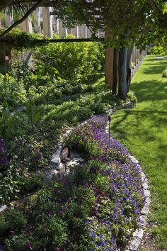 Some flowers in the garden of Villa Feltrinelli. #garden #privatepark #villafeltrinelli #grandhotel #flowers #lake #garda