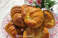 InCucinaColCuore: Croissant sfogliati di Luca Montersino Wine Recipes, Cooking Recipes, Little Cakes, Croissants, Something Sweet, Biscotti, Bagel, Sweet Recipes, Yogurt