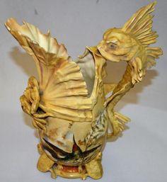 Elegante vaso em cerâmica oriental, adornado com anima..