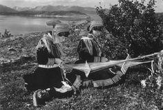 Oppstugu fra Bakarplassen, Mjøen i Oppdal. Stua. Båndvev og stol. Fotografert i…