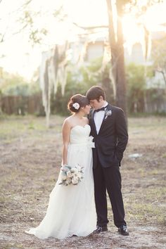 This is how I envision my wedding... Natural, romantic.. Beautiful scenery. :)