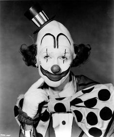 Portrait of American actor Jimmy Stewart in costume for the Cecil B DeMille film 'The Greatest Show on Earth' 1951 Gruseliger Clown, Scary Clown Makeup, Clown Faces, Circus Clown, Creepy Clown, Vintage Circus Party, Vintage Clown, Vintage Carnival, Circus Art