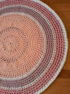 alfombra trapillo tshirt yarn rug cotton rug por LoreleiLore
