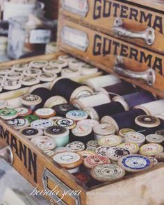 """0 kedvelés, 1 hozzászólás – Hosszú-Bardócz Éva (@hosszubardocz) Instagram-hozzászólása: """"Vintage fa orsós cérnák #vintage #woodenspool #woodenspools #collection #collecting…"""""""
