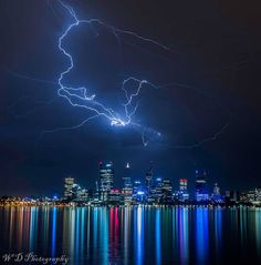 Warren Dacey Likes) Perth Western Australia last nights light show Thunderstorms, Tornadoes, Science And Nature, Beautiful Sunset, Western Australia, Amazing Nature, Night Skies, Cool Photos, Amazing Photos