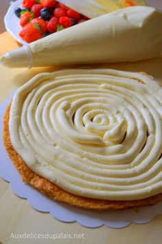 Lemon Lush is an easy no bake lemon dessert that comes together fast and serves a crowd. Throw this lemon lush dessert together quickly for a potluck or bbq. Thermomix Desserts, No Cook Desserts, Lemon Desserts, Easter Desserts, Mousse Dessert, Creme Dessert, Creme Patissiere Chantilly, Lemon Lush Dessert, Cake Recipes
