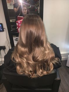 Elegant hairstyle and color - ChicLadies. Brown Blonde Hair, Light Brown Hair, Light Hair, Color Del Pelo, Hair Lights, Aesthetic Hair, Elegant Hairstyles, Brown Hair Colors, Gorgeous Hair